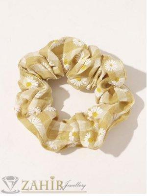 ХИТ  ластик за коса с цвят горчица и бели маргаритки,  диаметър 9 см, бързосъхнещ, носи се на опашка или за гривна - L1130