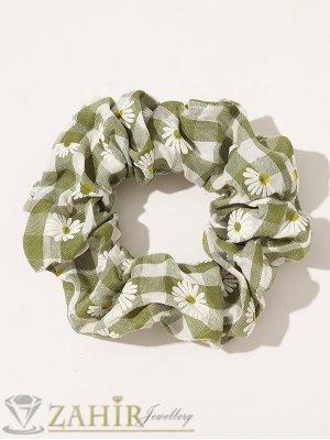 ХИТ  ластик за коса с цвят зелено каки и бели маргаритки,  диаметър 9 см, бързосъхнещ, носи се на опашка или за гривна - L1135