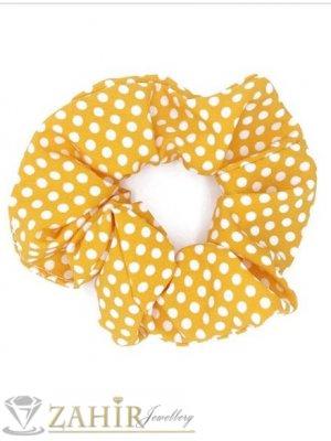 ТОП ХИТ ластик за коса с цвят горчица и бели точки,  диаметър 9 см, бързосъхнещ, носи се на опашка или за гривна - L1137