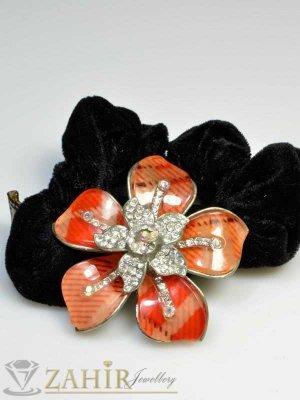 Черен велурен ластик с цвете от бели кристали - LK1027