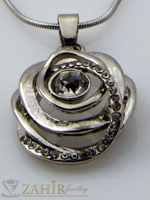 Овална гравирана висулка с кристали 3 см на тънка верижка 45 см, сребърно покритие - K1713