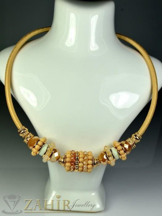 Бижутерия - Актуално лятно колие обръч с бежови кристалчета и златно покритие - 40 см - K1389