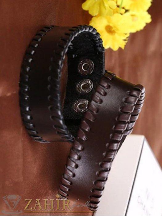 Бижута за мъже - Гривна от естествена тъмнокафява кожа с шити краища, дълга 23 см, 3 степени на закопчаване - MG1024