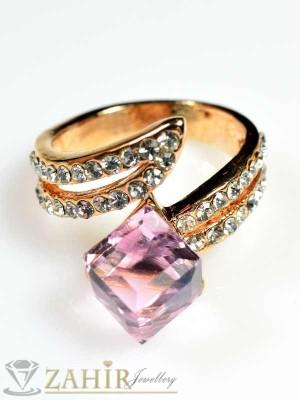 Стилен пръстен розов куб с циркони и златно покритие - P1260