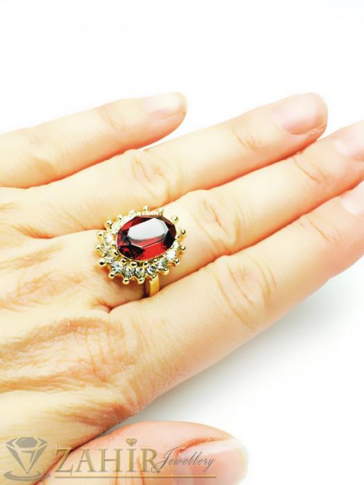 Дамски бижута - Красив пръстен с голям червен кристал и бели циркони, златно покритие - P1337
