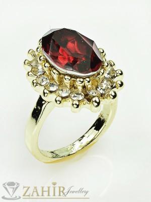 Красив пръстен с голям червен кристал и бели циркони, златно покритие - P1337