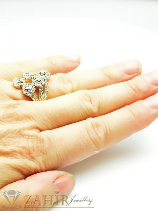 Дамски бижута - Блестящи бели кристални цветя на нежен пръстен със златно покритие - P1340